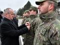 FOTO Minister obrany ocenil vojakov za pomoc v Prešove: Pomáhali raneným aj záchranárom