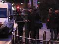 Obeťou útoku nožom v Paríži je muž, ktorý bránil svoju manželku: FOTO Agresora zastrelili policajti