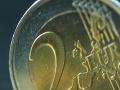 Polícia varuje: Dávajte si pozor na falošné dvojeurové mince