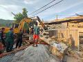 FOTO Veľká tragédia na juhu Kambodže: Po zrútení rozostavanej budovy hlásia už 36 mŕtvych