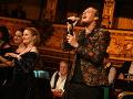 Kolosálny trapas na Plese v opere: Tento spevák odignoroval dresscode a dal si dole... To snáď nie!