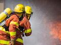 Hasiči zasahovali pri požiari v Londýne: Zatiaľ nehlásili žiadne zranené osoby