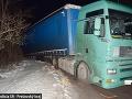 FOTO Opitý rumunský kamionista skončil v priekope: Namerali mu 1,29 promile