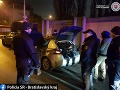 FOTO Kriminalisti zadržali nelegálnych cudzincov: Dve osoby sa nachádzali v kufri