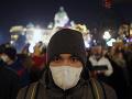 Belehradčania sa vybrali do ulíc: Protestovali proti smogu s rúškami na tvárach