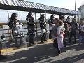 FOTO Mexické úrady uzavreli hraničný vstupný bod: Zabránili viac ako 2000 migrantom vstúpiť do krajiny
