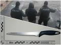 Mladík sa otčimovi vyhrážal zabitím: FOTO Okamihy hrôzy za dverami domu pri Považskej Bystrici