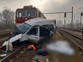 PRÁVE TERAZ Smrteľná zrážka dodávky s vlakom: FOTO Nehoda si vyžiadala dva životy