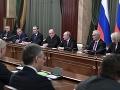 Rusko má novú vládu: Staronový šéf diplomacie Lavrov začína pôsobenie kritikou