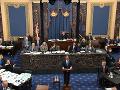 Senát hlasoval v procese impeachmentu: Návrh demokratov o nových dôkazov zmietli zo stola