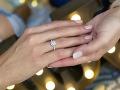 Takýto nádherný prsteň zdobí ruku úspešnej slovenskej modelky Jaroslavy Košíkovej.