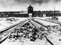 Na archívnej snímke z januára 1941 je  vchod do nacistického koncentračného tábora Osvienčim, FOTO: TASR/AP