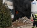 VIDEO V ateliéroch na pražskom Barrandove horí: Hasiči zachránili päť ľudí