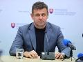 MIMORIADNE Minister Sólymos po incidente v reštaurácii končí vo funkcii