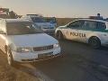 Polícia strelila do kolesa unikajúcemu autu