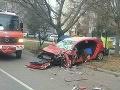 AKTUÁLNE Zrážka auta s dodávkou v Trnave: FOTO Premávku usmerňujú policajti