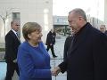 Erdogan dvíha varovný prst: Na stretnutí s Merkelovou upozornil pred chaosom v Líbyi
