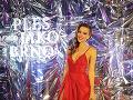 Česká moderátorka Inna Puhajková stavila na červenú farbu.