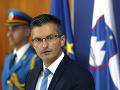 Slovinský premiér Šarec odstúpil z funkcie, vyzval na predčasné voľby