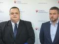 Hlavný hygienik Ján Mikas a predseda vlády Peter Pellegrini