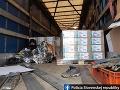 V Čataji chytili policajti dvoch migrantov: Vyskočili z návesu kamióna