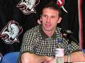 Český brankár tímu Buffalo Sabres Dominik Hašek oznámil, že zotrvá v NHL aj v sezóne 2000 - 2001. Hašek pôvodne plánoval po skončení sezóny ukončiť kariéru aktívneho športovca, ale rozmyslel si to.