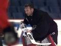 Brankár Buffala Sabres Dominik Hašek korčuľuje počas tréningu svojho klubu 20.mája 1999 pred nedeľňajším finálovým zápasom Východnej konferencie s Toronto Maple Leafs.