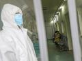 Hrozný prípad! Čínske úrady držali otca v karanténe, jeho postihnutý syn doma bez pomoci zomrel