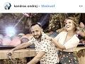 Ondrej Kandráč so svojou atraktívnou manželkou Erikou.