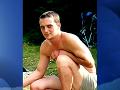 Mal len 17 rokov, keď kladivom ubil a dobodal svojho otca na smrť.