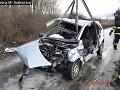 FOTO Tragická nehoda si vyžiadala dvoch zranených: Autá sú úplne zdemolované