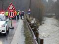 Zvýšená hladiny rieky Predmieranka poškodila v Turzovke oporný múr a došlo k poškodeniu vozovky, 4. februára.