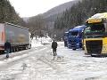 Na snímke odstavené kamióny na parkovisku pod horskom priechodom Donovaly, 4. februára.