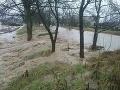 V Horovciach sa v utorok vylial miestny potok, vyhlásili 3. stupeň povodňovej aktivity.