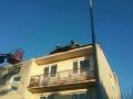 FOTO Vietor v noci vyvracal stromy aj na Spiši, hasiči zasahovali pri strhnutej streche