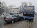 FOTO Po zrážke auta s autobusom pri Žiline nafúkal šofér takmer 2,3 promile