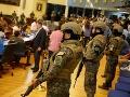 Do parlamentu v Salvádore vstúpili ťažkoozbrojenci, žiadajú schválenie pôžičky