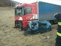 PRÁVE TERAZ Čierna streda pre motoristov! Pri Bardejove vyhasol ďalší život: Kolízia auta a kamióna