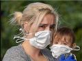 Strach o syna! FOTO Chlapčeka ošetroval lekár infikovaný vražedným vírusom, matka myslí na najhoršie