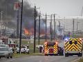 VIDEO V texaskom meste horela rafinéria, oheň sa začal šíriť z potrubia