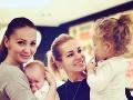 Dara Rolins a Petra Ficová s deťmi.