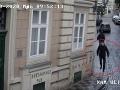 Fantóm v Prahe strihá ženám vlasy