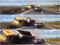 Vodič o chlp unikol smrti: VIDEOzábery desivých okamihov, kamión vletel na diaľnici do protismeru