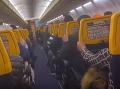 Hororový let cez víchricu Dennis: VIDEO Lietadlo sa prudko triaslo... Plač, zvratky a modlitby