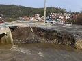 FOTO Most do Lopušnej doliny strhla voda, mesto Svit vyhlásilo mimoriadnu situáciu