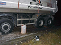 Policajti naháňali vo Zvolene zlodejov nafty, pri zásahu padol aj varovný výstrel