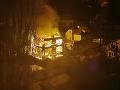 Nočný požiar v Bratislave, dvojposchodový rodinný dom zhorel úplne do tla