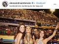 Alessandra Ambrosio si užíva karnevalovú atmosféru.