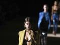 Zábery z módnej šou Saint Laurent, ktorá sa konala v rámci Women's fashion week Jeseň/Zima