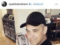 Robbie Williams sa takto raduje z malého synčeka.